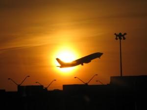 flygplan startar solnedgang 300x225 - Reseguide till Portofino